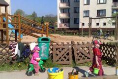2009-04-25 úklid hřiště